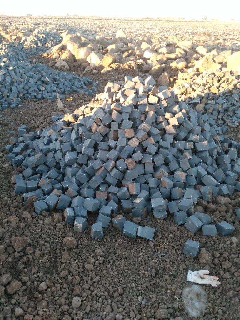 Doğuda bazalt küp taş üretimi